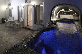 facilities ventus paradiso pool by night